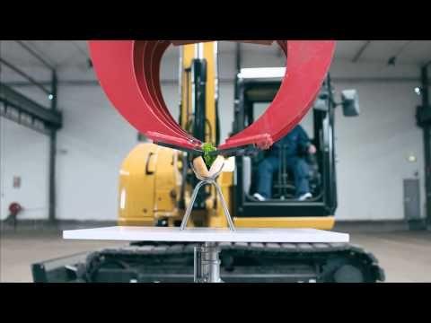 Watch Juha-Pekka prepare a hot dog with a 8,5 ton excavator