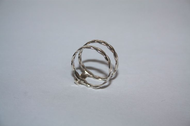 Fae double twisted band ring