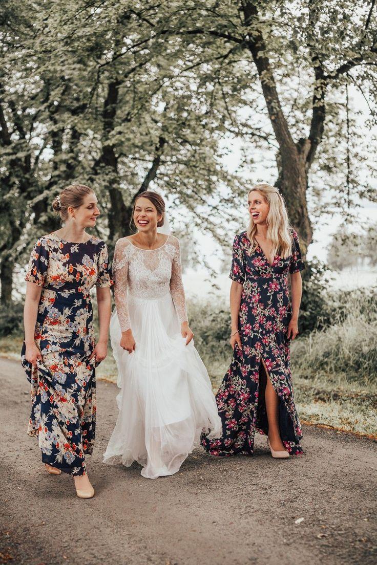 Photostaken by Anna Olette Tangen #bridesmaids #brudesmsiddress #dress #engaged #wedding #bride #bestmen #goals #weddinggoals #bestfriends #girly