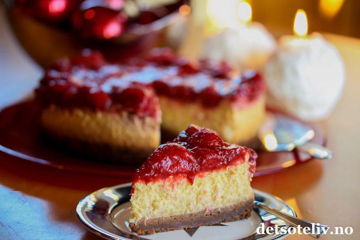 Juleostekake med risgrøt, pepperkakebunn og jordbær