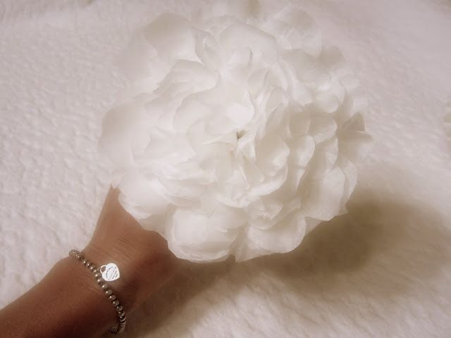 White Paper Peonies TutorialFilters Peonies, Peonies Tutorials, Paper Flower, White Paper, Coffee Filter Flowers, Paper Peonies, Flower Tutorial, Filters Flower, Coffee Filters