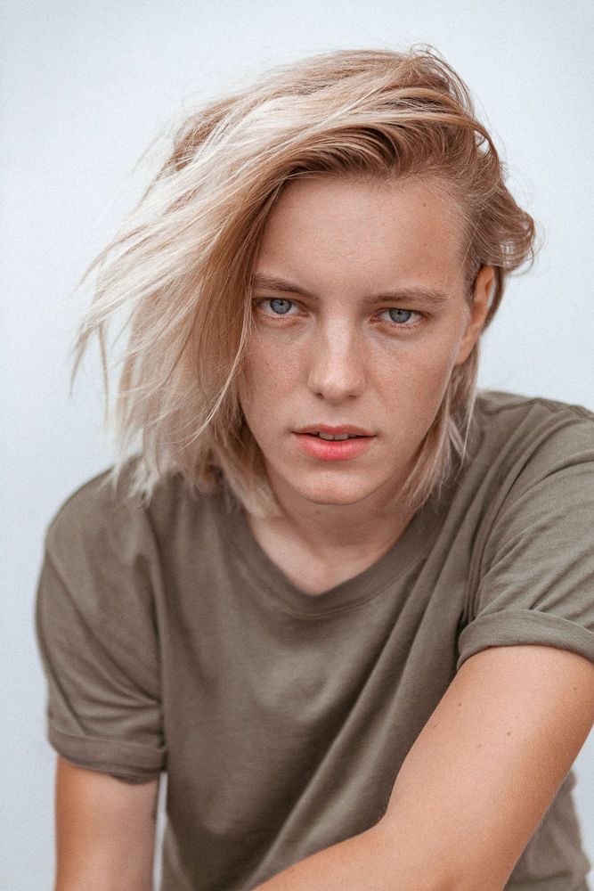 Erika Linder's Low-Key Pink Lip   Into The Gloss