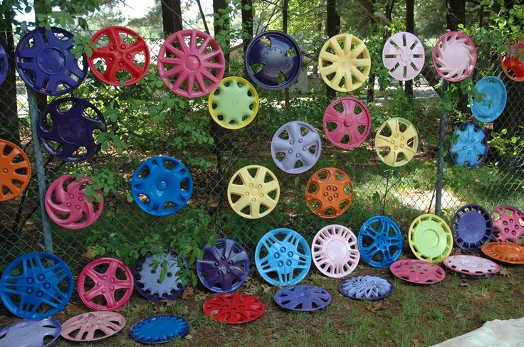 200 Hubcaps for kids to decorate at a spring festival - My Hubcap Art  http://hubcapart.tripod.com/