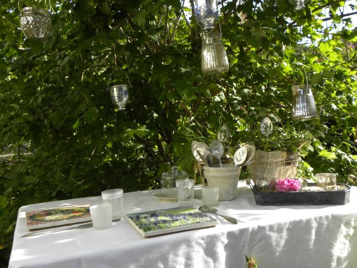 Dekorationen im Garten zum Verkauf.