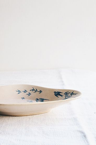 東京 自由が丘でフランスアンティーク家具を販売している BROCANTEのオンラインショップです。テーブル、椅子、ソファーなどアンティーク家具とアンティーク什器やキッチン用品、アンティークインテリアを取り揃えています。フランスのディゴワン窯のラヴィエ(オードブル皿)です。