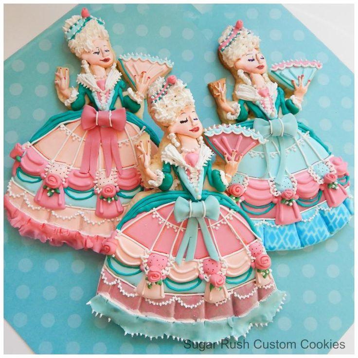 Marie Antoinette Royal Icing Dress Cookies  // Galletas de María Antonieta