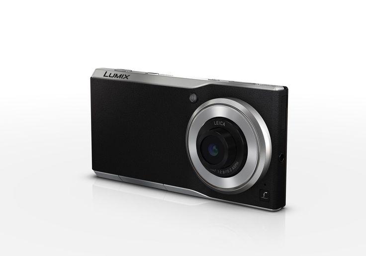"""""""DCM-CM1は、大型1型の2,000万画素センサーを搭載したF2.8単焦点レンズ(焦点距離28mm)のデジタルカメラデザインのスマートフォンで、4Kサイズのムービー撮影にも対応します。"""""""