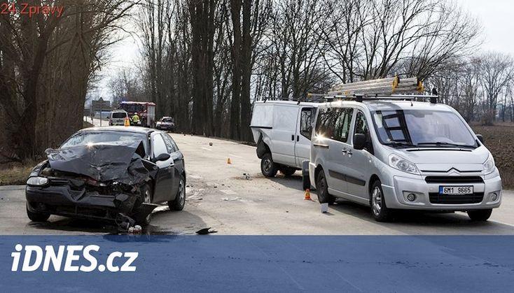 Při autonehodě u Olomouce zemřely dvě děti, tři lidé jsou zranění