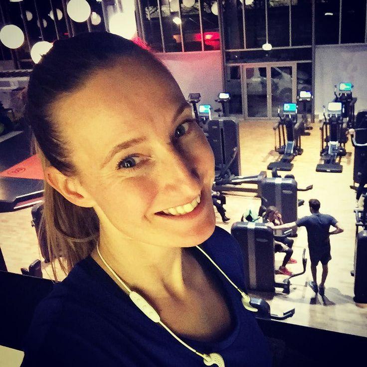 Happy gym time! Aan mijn timeline te zien ben ik niet de enige die zich op vrijdag aan een #workout waagt. Goed bezig all you fitties. #tgif #tgif_ig #love2workout