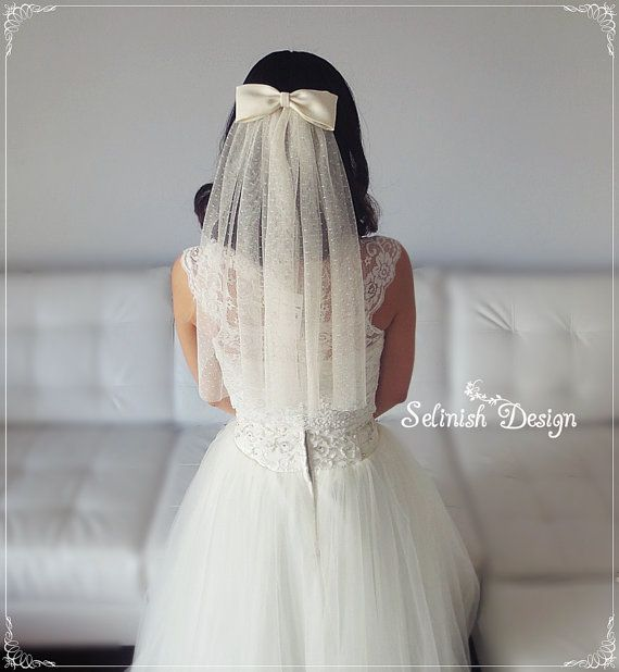 Hey, I found this really awesome Etsy listing at https://www.etsy.com/uk/listing/229588293/vintage-style-bow-veil-bridal-veil-dot