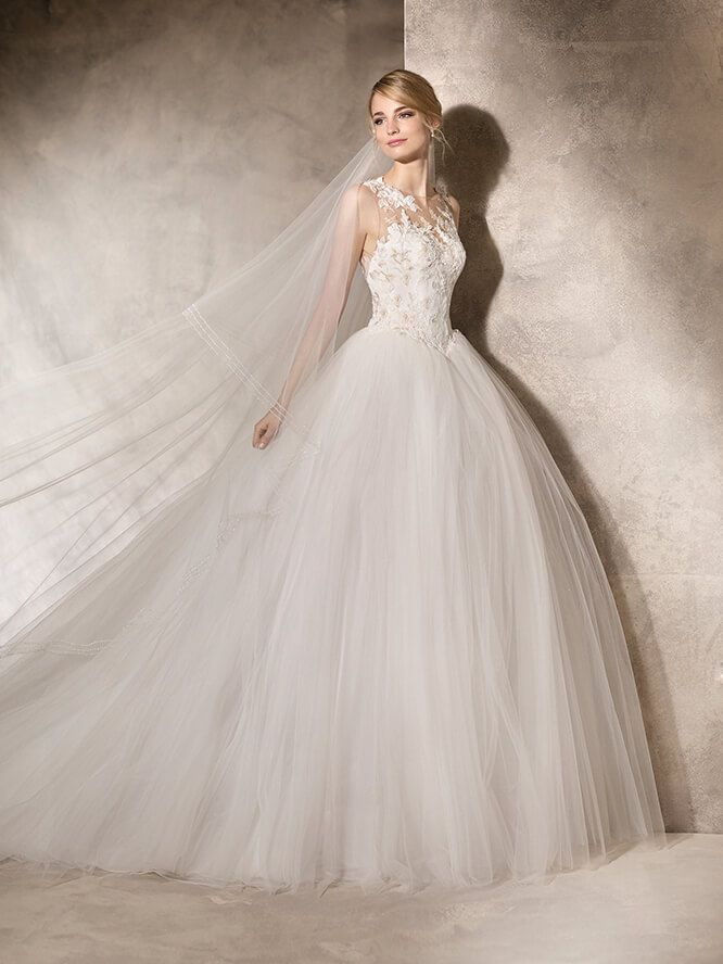 La Sposa. HEKUBA Princess dress with a layer made skirt of Tulle. Sweetheart neckline decorated with Chantilly lace and embroidered Gemstone appliqués on crystal Tulle.