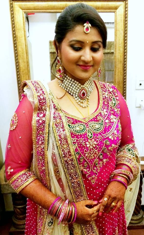 Traditional Indian bride wearing bridal hair, lehenga and jewellery. Muhurat look. Makeup by Swank Studio. Find us at https://www.facebook.com/SwankStudioBangalore