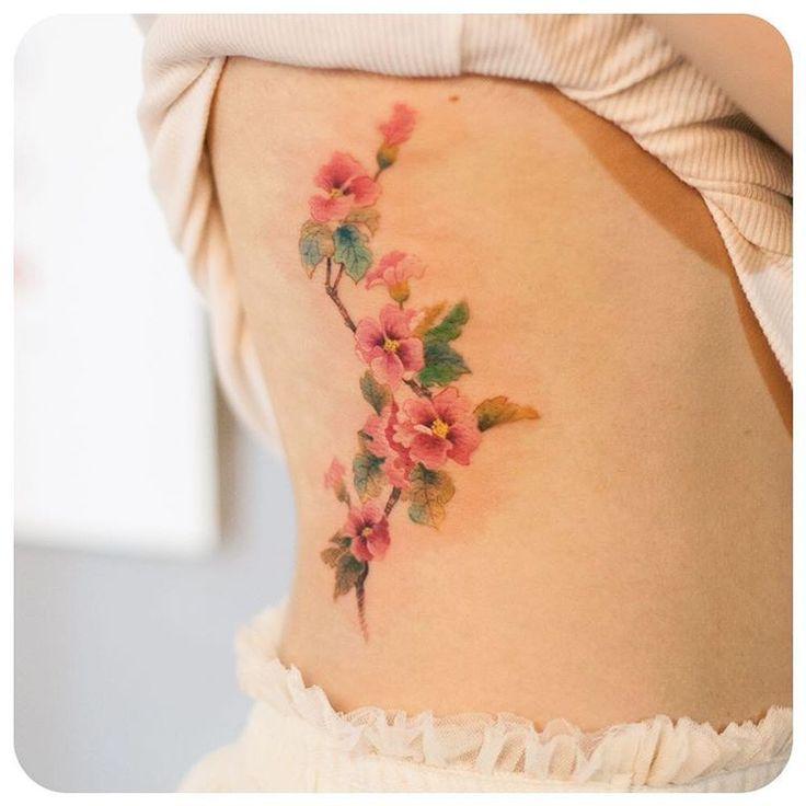 """flowers on side :) #타투이스트리버  #그라피투 #tattoo #타투 #graffittoo #수채화타투 #watercolortattoo"""