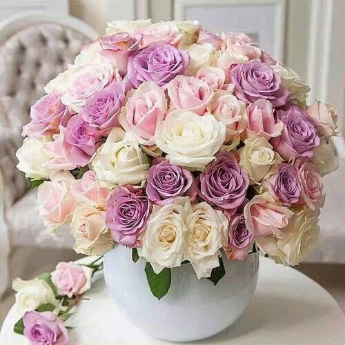 Arreglo con rosas lilas precioso.   Flower Bouquets ...