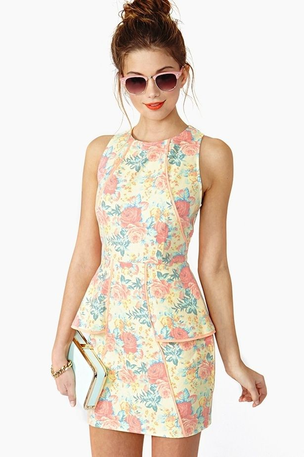 The sun is shining, the wind is mild, and it's finally time to draw out your spring wardrobe!