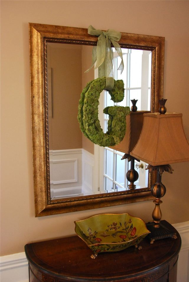 Love this moss covered initial.Monograms Letters, Moss Covers, Front Doors Decor, Initials Tutorials, Spring Wreaths, Diy, Initials Wreaths, Crafts, Moss Initials