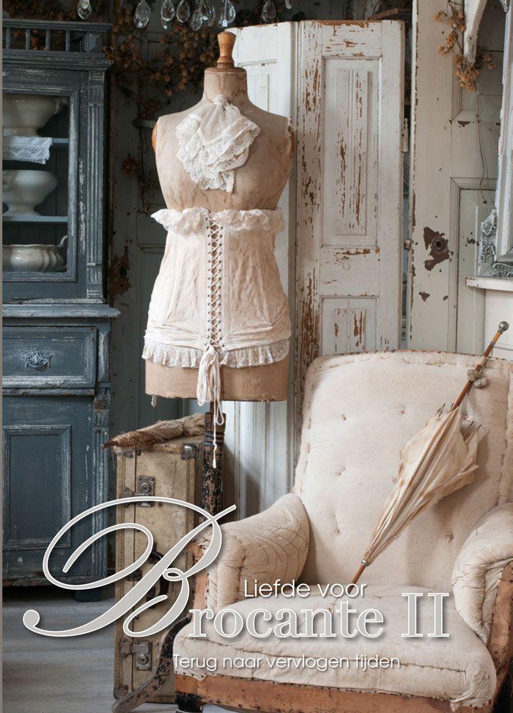 Liefde voor Brocante deel II. Een boek met prachtige foto;s. Geschreven in nederlands en engels. Dit boek is een must voor alle brocante liefhebbers.