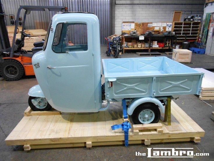 1959 Series 1 Lambretta Li 175 - Being crated for her trip to her new home in Australia