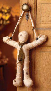 Diy mummy; this would be fun to make.Crafts Ideas, Halloween Decor, Diy Crafts, Doors Hangers, Fall Trees, Diy Mummy, Mummy Doors, Halloween Doors, Halloween Diy