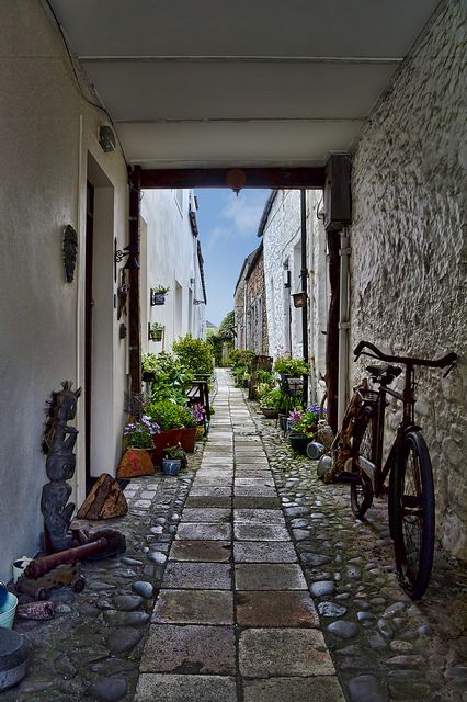 Police Close is one of the many ancient closes leading off Kirkcudbright's historic Old High Street. The original town police station was on...
