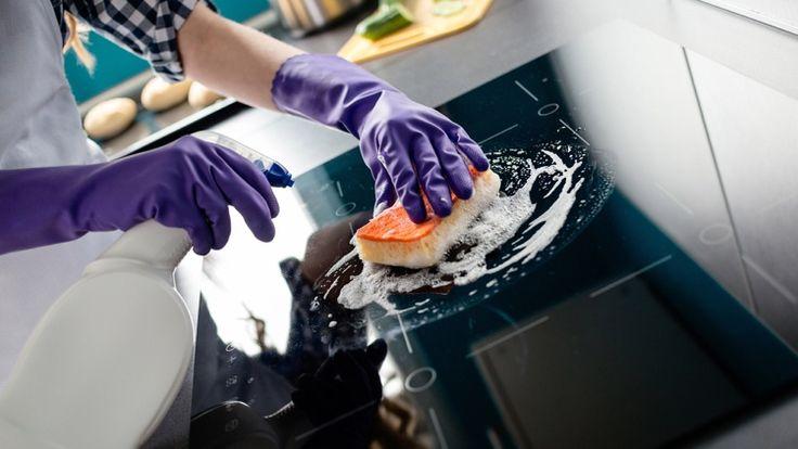 Backofenspray oder Glasreiniger für die Ceranfeld Renigung verwenden