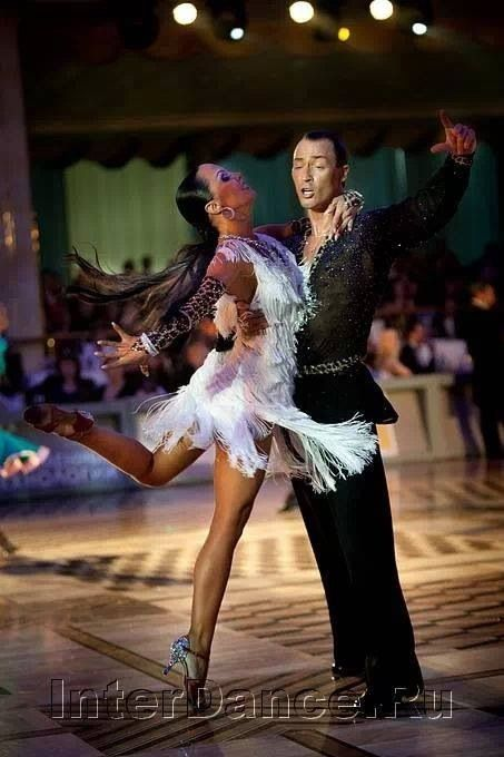strictly ballroom speech with related text You need to know your comparative text well, but not in the same level of detail as in 'strictly ballroom', scott and fran dance two latin dances.