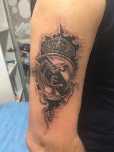 Tatuaje de escudo de Real Madrid