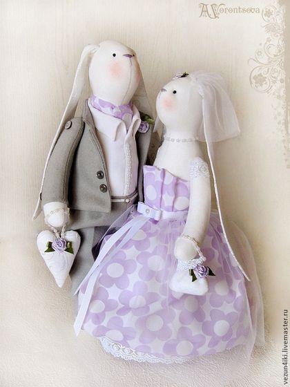 Купить или заказать Свадебная пара Заек 'Когда два сердца бьются вместе' в интернет-магазине на Ярмарке Мастеров. Прекрасный подарок молодоженам в день бракосочетания, на годовщину свадьбы, либо украшение свадебного стола. Упакованы в подарочную сумку. Ноги-руки …