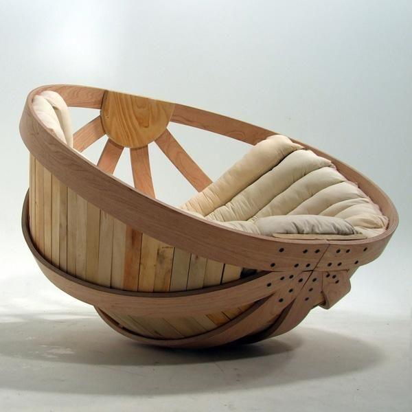 Cuna, hamaca y sofà de madera