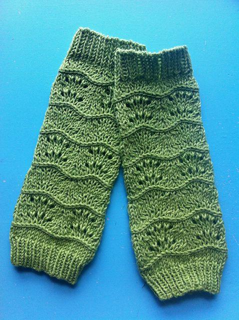 Lila's Legwarmers - free pattern on Ravelry! So perfect.