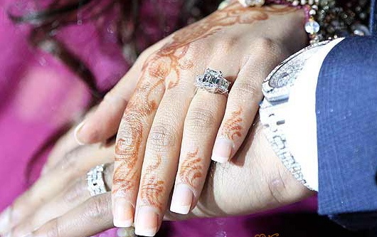 """Amir Khan and Faryal Makhdoom's """"his and her"""" diamond and platinum engagement rings - we're in the big leagues now!"""