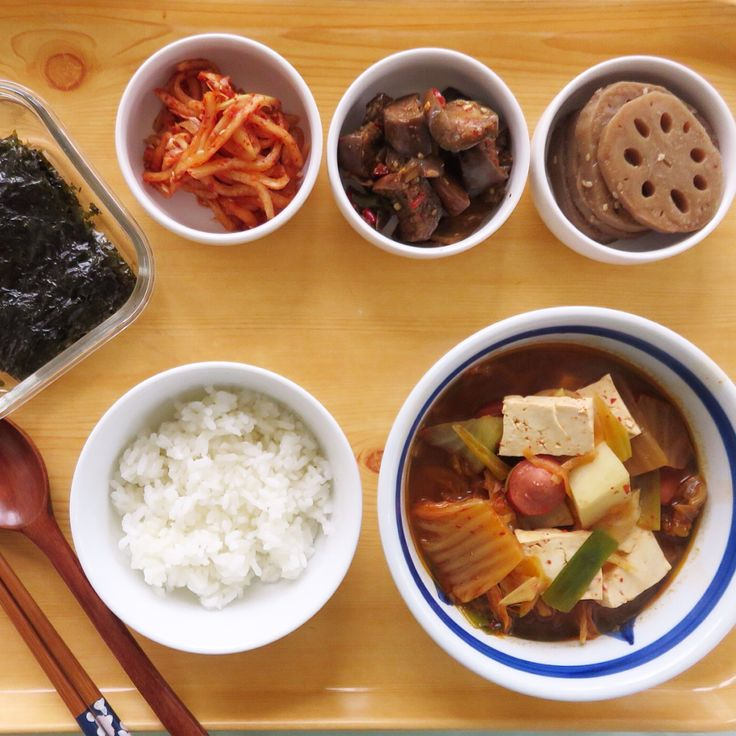 Kimchi soup, seaweed, radish, eggplant and lotus root. 오늘아침은 간단히 싱겁게 끓인 김치 찌개와 연근조림을 만들고 냉장고서 만들어둔 반찬 꺼내서 냠냠.