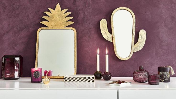 Espejos originales. Reflejos con carácter  Los espejos sirven para algo más que devolver nuestro reflejo. Son una parte importante de la decoración y, si los colocamos con acierto, pueden hacer que una habitación se vea más grande o luminosa. Pero también hay modelos capaces de iluminar un espacio por sí solos por su diseño original. Es el caso de estos dos modelos con forma de piña y de cactus, ideales para dar un toque muy personal.