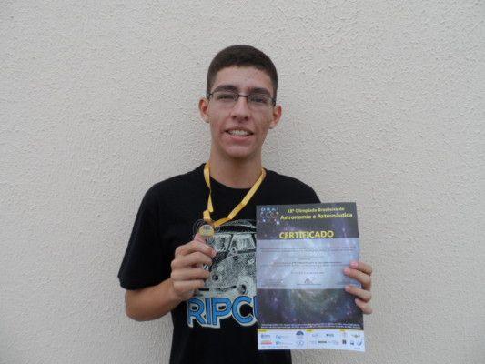 Aluno da Etec é ouro na Olimpíada Brasileira de Astronomia - http://acidadedeitapira.com.br/2015/11/06/aluno-da-etec-e-ouro-na-olimpiada-brasileira-de-astronomia/