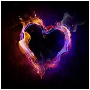 Que más lindo que dos dragones queriéndose y haciendo un corazón. <3