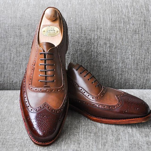 Special shoes for the special request of our Client just completed in Fabula shoeworkshop.   Bristol model from brown french box leather, antique painting, English sole stiching.  -----------------------------------------  Order:info@fabulashoes.com  -----------------------------------------  #fabulashoes #fabula_bespoke_shoes #handweltedshoes #handmadeshoes #designyourshoes #oxfordshoes #museumcalf #antiqueleather #bespoke