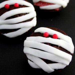 Cupcakes momies pour Halloween : 45 recettes d'Halloween - Journal des Femmes
