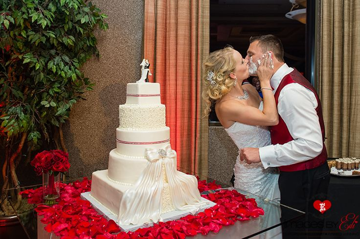 Las Vgeas Dragonridge Country Club wedding, kiss after cake cutting, Photography by: Images by EDI