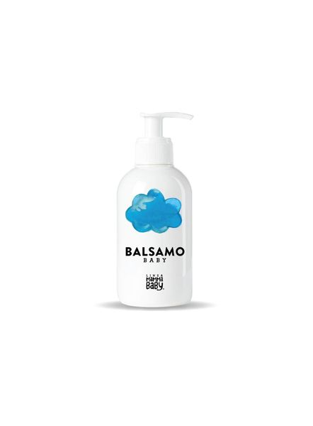 Una NUVOLA perché è la morbidezza dei capelli ogni volta che si usa il Balsamo Baby, ideale dopo lo shampoo anche per i più piccoli.Balsamo Baby per capelli, dalla formula ricca di principi attivi che contribuiscono a rendere i capelli morbidi, corposi, luminosi e facili da pettinare.Arricchito da estratti di agricoltura biologica di calendula e camomilla con proprietà addolcenti e protettive.Contiene olio di jojoba con proprietà nutrienti e rinforzanti e burro di karitè con proprietà…
