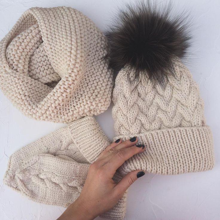 Ещё одна галочка в списке моих заказов. Я боялась,что не успею все отдать до нового года,но я поставила себе цель встретить 2017 без  долгов.Поэтому включила свой пропеллер и побежала работать дальше 🙏#instagood #instahappy #instaday #вязание#knitting#knit#odessa