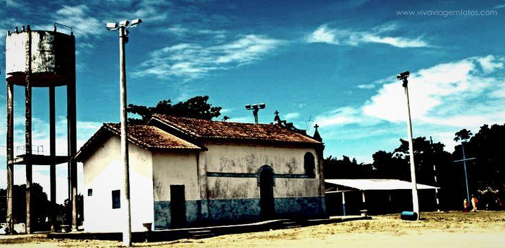 Localizada na foz do rio Doce, Regência tem beleza natural selvagem e calma. A praia, semi-deserta e com acesso controlado, permitido apenas em dois pontos, é um dos melhores points de surf do país.   Foto da Igreja Principal de Regencia - ES