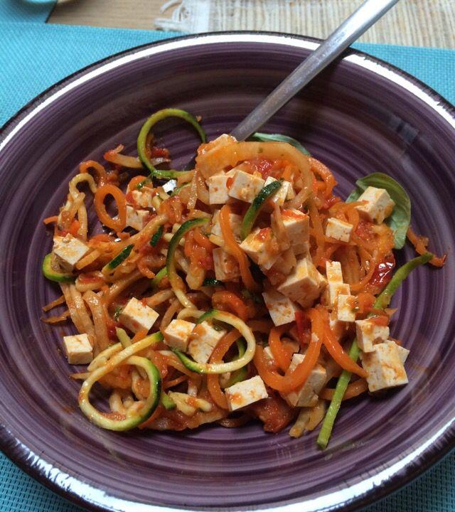 Questi sono strepitosi: Spaghetti Chitarra di Zucchine Carote e Sedano Rapa con Tofu Speziato