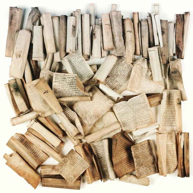 """Qu'est-ce qu'une """"genizah"""" ? Réponse dans l'#expo """"Héritage inespéré. Une découverte archéologique en Alsace"""" ! Jusqu'au 28 janvier 2018 #expoGenizah #Alsace #Manuscrit #Patrimoine"""
