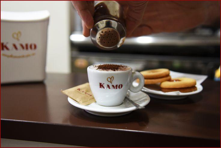 Il cappuccino ideale ha bisogno di poco zucchero, soprattutto se il caffè ha un gusto dolce, proprio come il nostro Kamo!  Siamo all'Antico Caffè Morese per gustare un cappuccino doc, grazie a Marianna per avercelo preparato!  #puntikamo