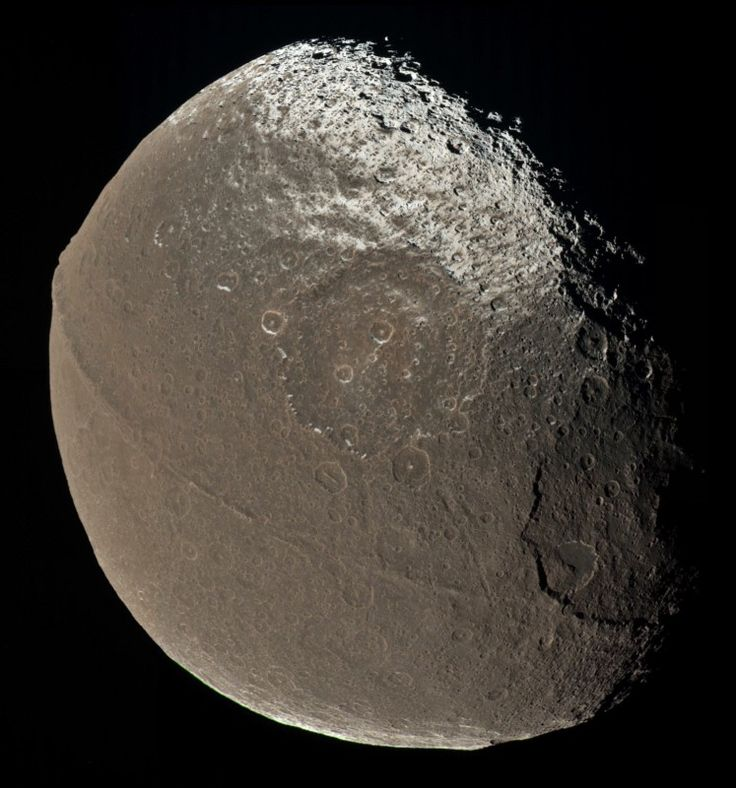 Saturn's Iapetus looks like nothing else we've ever seen. What made it so? https://medium.com/starts-with-a-bang/the-strangest-moon-in-the-solar-system-bdc675ec411c