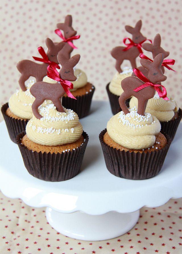 Cupcakes de Toffee decorados con ciervos de fondant de chocolate.