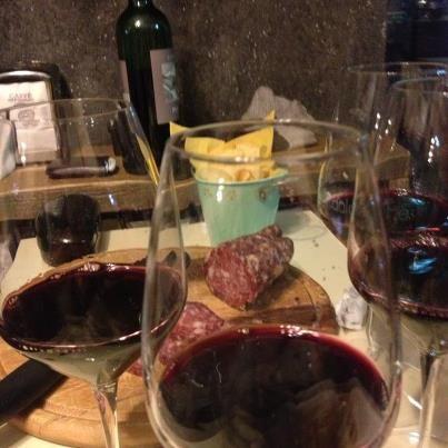 Buon vino e ottimo cibo per l'apertitivo