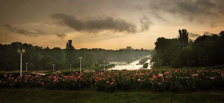Ploua în parcul Carol / 24.06.2012 / București