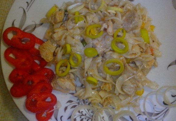 Jednoduchý a rýchly obed alebo večera.  RECEPT: http://ikuchar.sk/recept/cestoviny-s-masom-a-zeleninou/