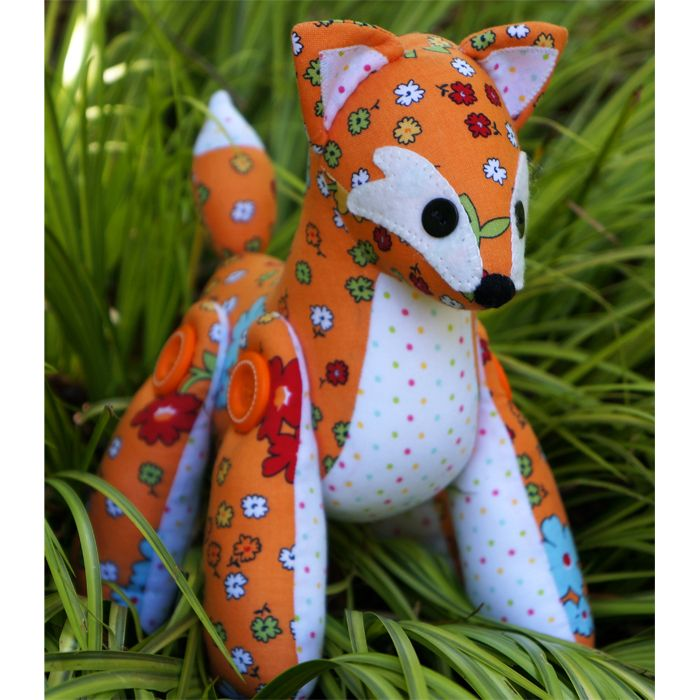 Feather the Fox softie pattern made from Vintage Happy by Lori Holt for Riley Blake Designs #rileyblakedesigns #beeinmybonnet #mellyandme
